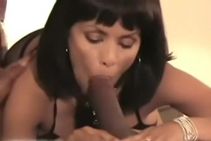Nevjerojatan Domaći Video S Blowjob, Interracial Scene