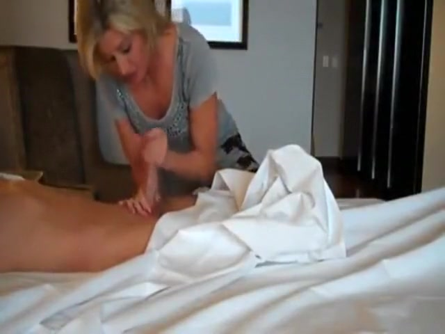 blonde hottie uses cock, then she leaves