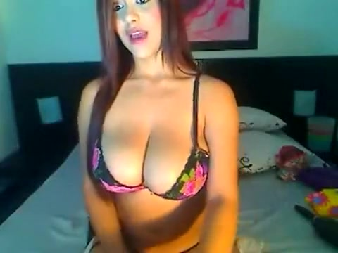 Sexy Busty Brunette Babe In Front Of The Webcam Shows Her Tight Pussy And Big Boobs