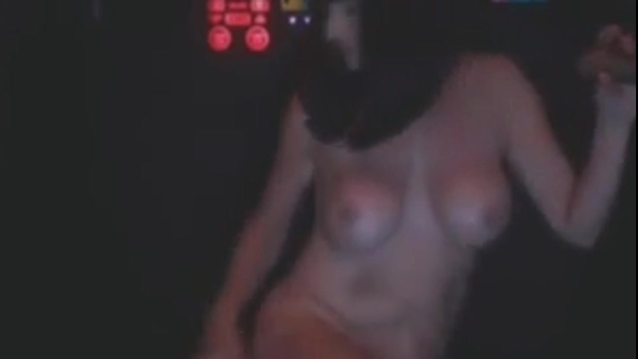milf puts on a cam show in an abs cabin