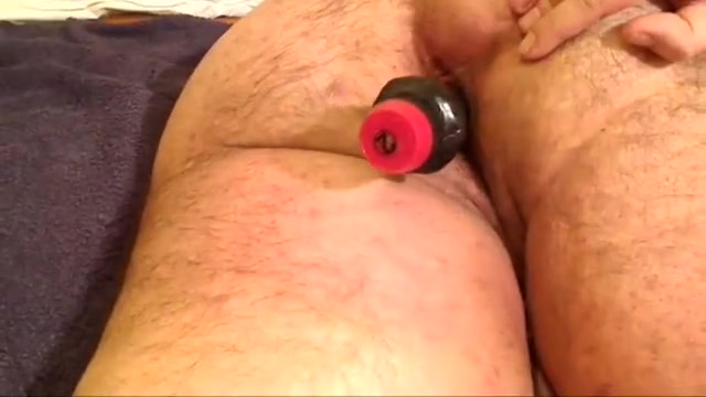 Chubbybear fucked by a huge dildo to a great cum