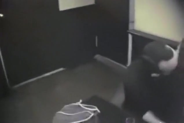 couple gets fucked in the bathroom of a restaurant and the waitress kicks them !!!