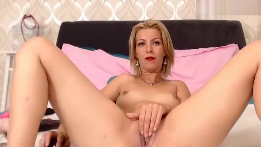 blonde milf jessieried fucks herself with big sex toy